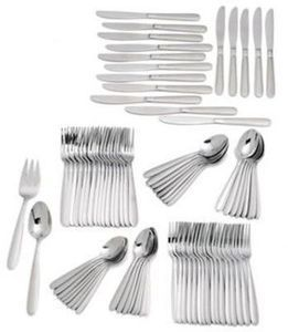 Oneida 82 Piece Flatware Set