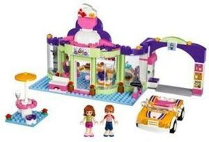 LEGO Friends frozen yogurt shop