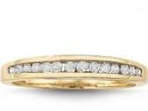 1/4 CT. T.W. Diamond 10K Gold Wedding Band